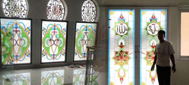 Kaca Patri Masjid & Gereja
